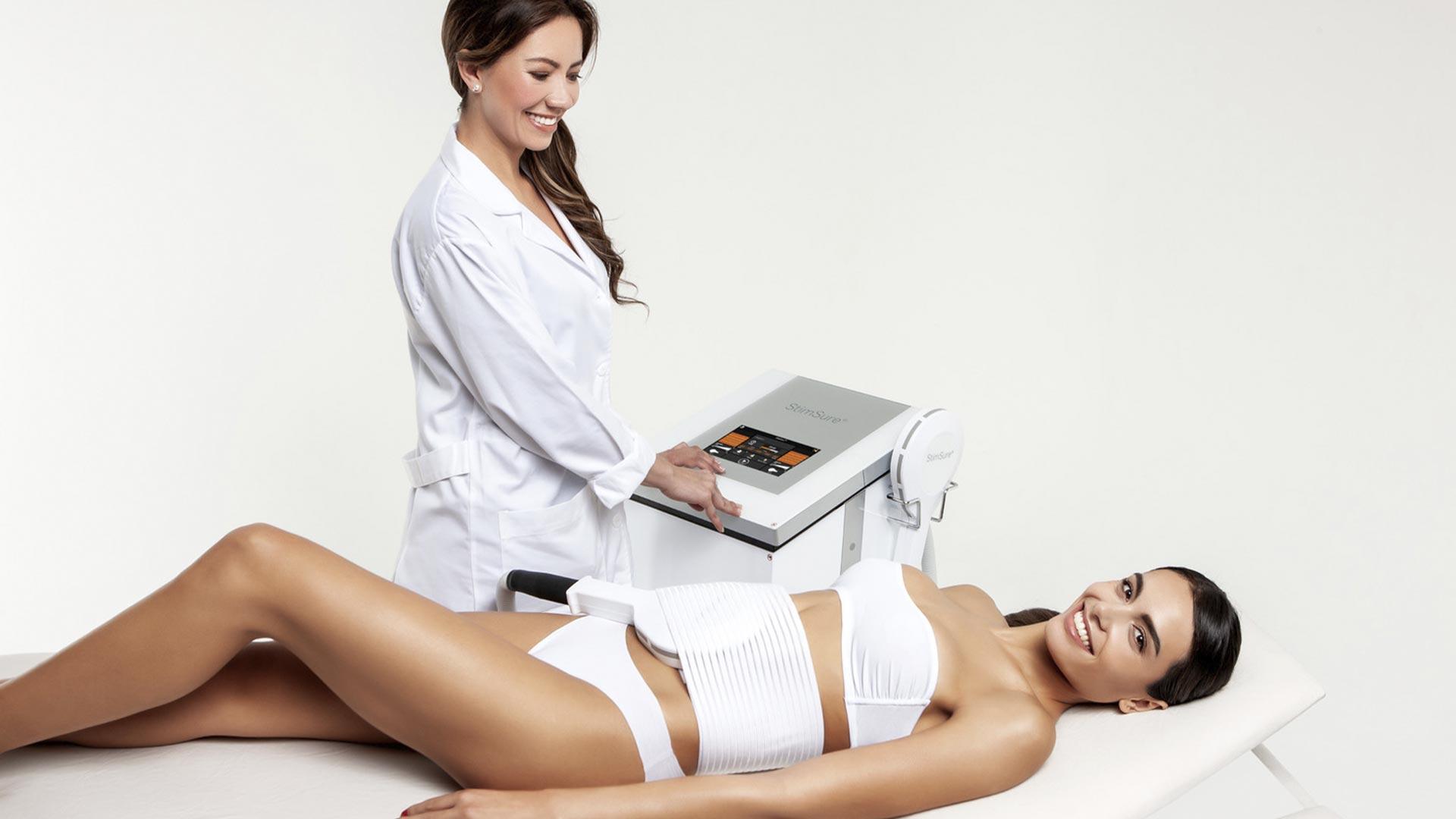 StimSure процедура, пациент, девушка, врач, аппарат